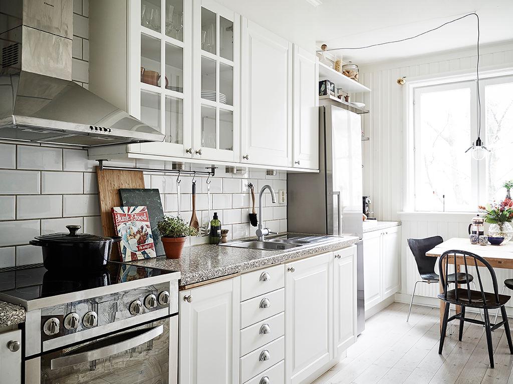 北欧简约白色橱柜小厨房效果图