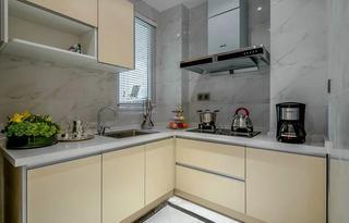 现代简约厨房米色橱柜效果图
