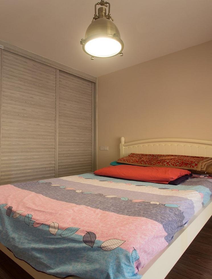 现代简约大方卧室衣柜效果图片