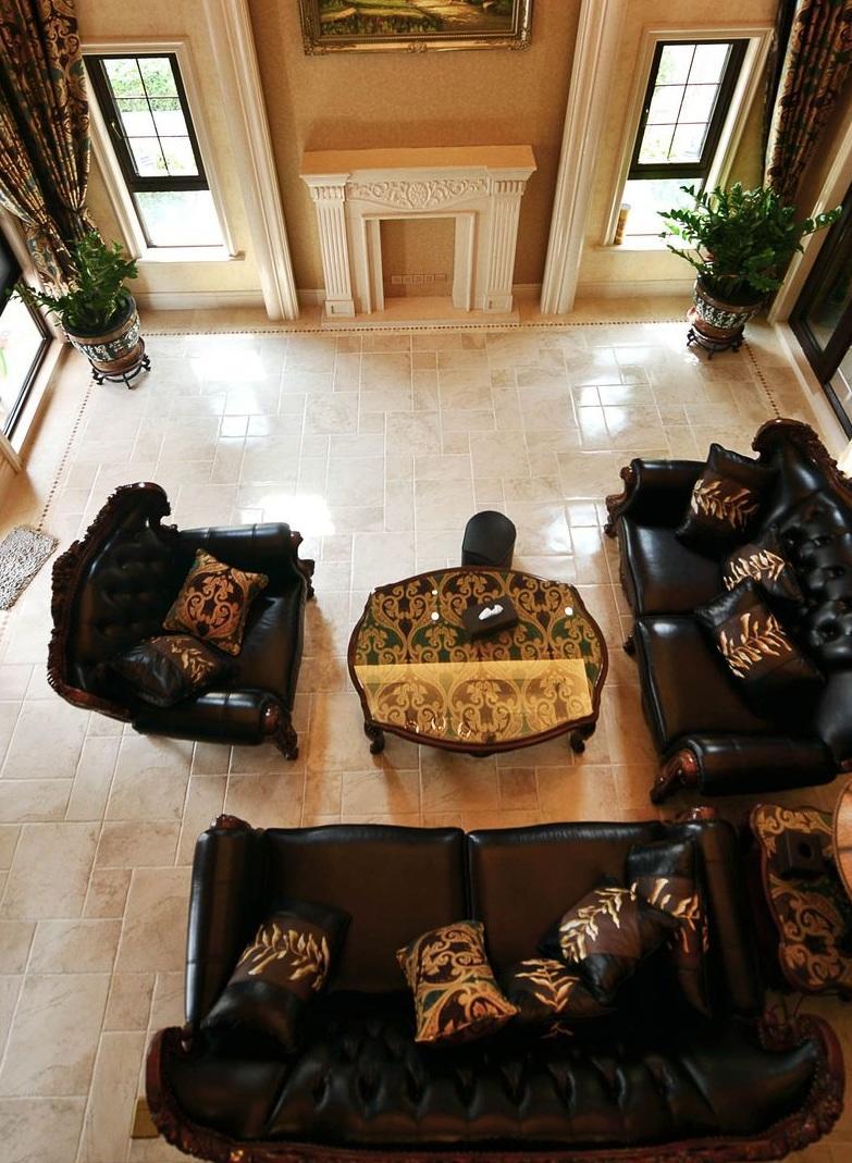 奢华美式别墅客厅黑色沙发效果图
