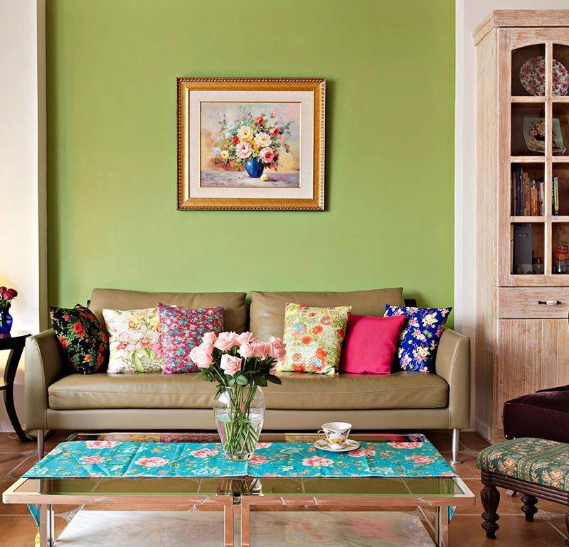 多彩田园风格客厅绿色沙发背景墙效果图片