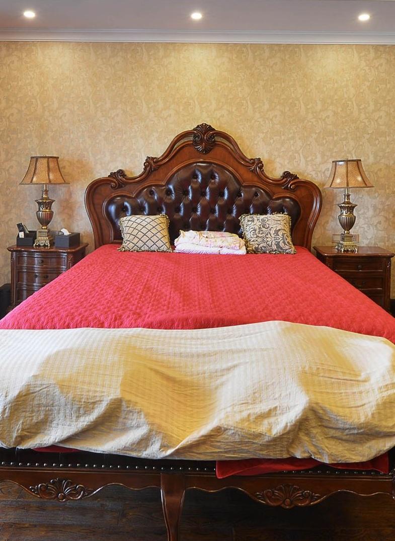 经典美式风格卧室实木床效果图