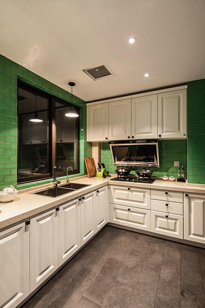 小清新欧式厨房白色橱柜效果图