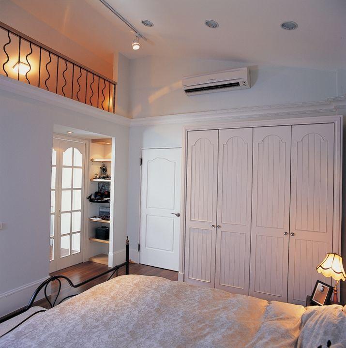 北欧小跃层不规则卧室装修效果图